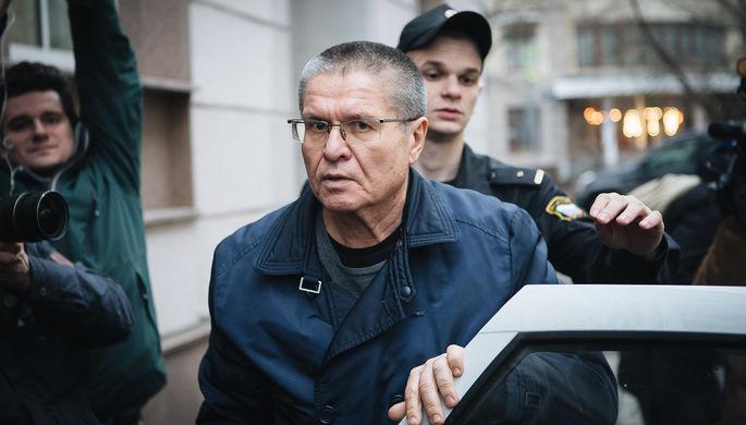 Бывший министр экономического развития России Алексей Улюкаев перед оглашением приговора в Замоскворецком суде Москвы, 15 декабря 2017 года