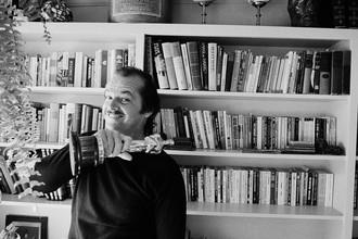 Джек Николсон у себя дома в Беверли-Хиллз, 1975