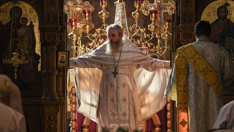 Протоиерей Богдан Северин на праздничном богослужении в честь Преображения Господня в храме Трёх Святителей в Симферополе
