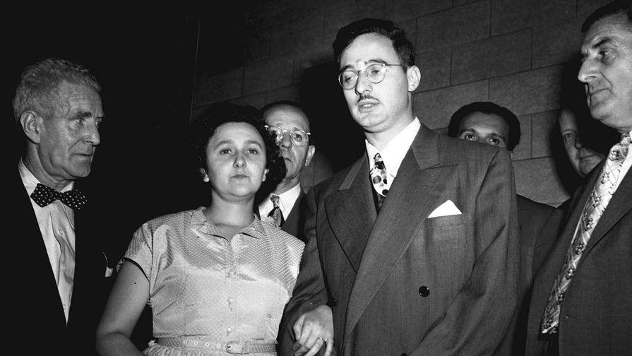 Юлиус и Этель Розенберги во время судебного процесса в 1951 году
