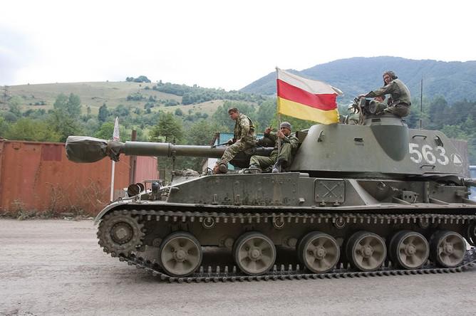 Российские военнослужащие во время движения в сторону Цхинвала в Южной Осетии, 10 августа 2008 года