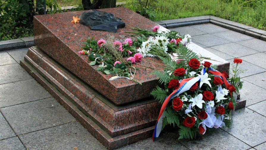 Могила Николая Кузнецова на Холме Славы во Львове, 2008 год