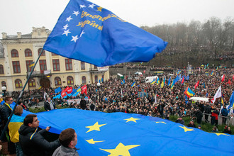 В Киеве в митинге за евроинтеграцию принимают участие более 50 тыс. человек