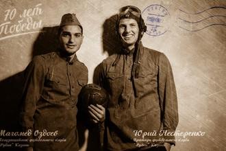 Игроки футбольного клуба «Рубин» Магомед Оздоев и Юрий Нестеренко