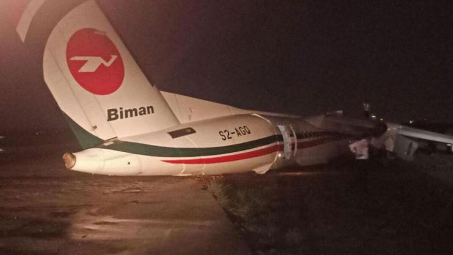 В Мьянме самолет развалился на три части после жесткой посадки