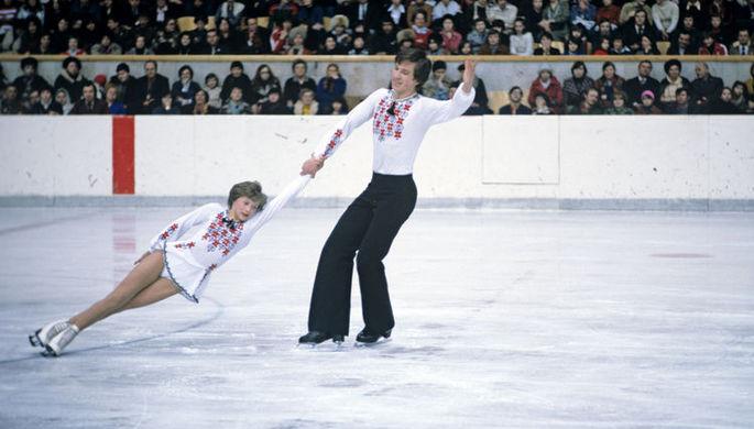 Советские фигуристы Марина Черкасова и Сергей Шахрай во время показательных выступлений во Дворце спорта в Лужниках.