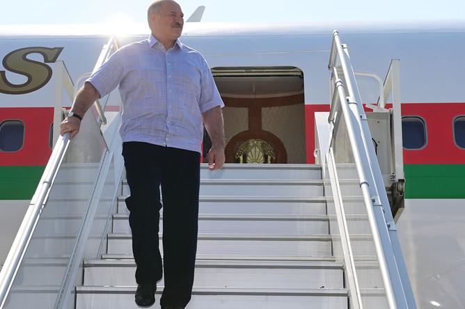Президент Белоруссии Александр Лукашенко в аэропорту Сочи во время визита в Россию, 14 сентября 2020 года