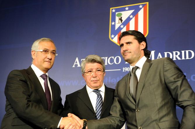 Спортивному директору мадридского «Атлетико» Хосе Луису Каминеро (справа) грозит тюремное заключение на 4 года за отмывание денег для наркокартеля.