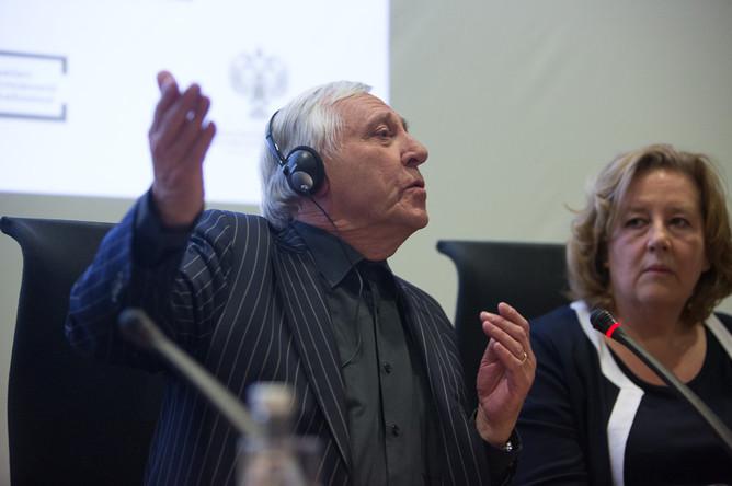 Питер Гринуэй и Саския Боддеке на пресс-конференции