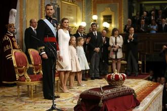 Фелипе VI, его супруга, королева Летиция во время церемонии вступления на престол