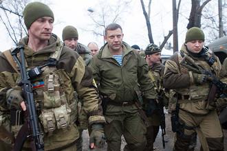 Глава Донецкой народной республики Александр Захарченко (в центре)