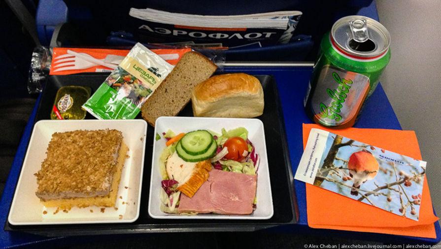 Как авиакомпании экономят на еде и алкоголе - Газета.Ru