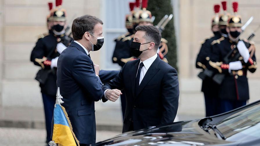 Президент Франции Эммануэль Макрон и президент Украины Владимир Зеленский в Елисейском дворце в Париже, 16 апреля 2021 года