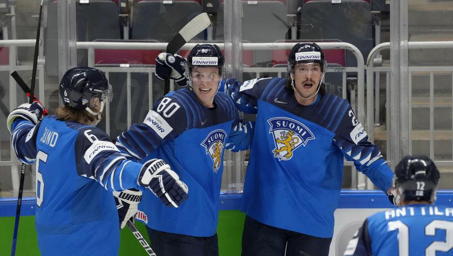 Сборная Финляндии празднует гол в ворота Германии на чемпионате мира по хоккею