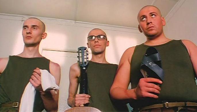 Кадр из фильма Романа Качанова «ДМБ» (2000)