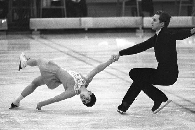 Чемпионы в парном катании Ирина Роднина и Алексей Уланов на Чемпионате Европы по фигурному катанию в Ленинграде, 1970 год