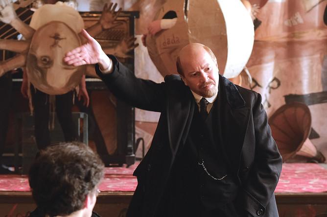 Кадр из сериала «Демон революции». В роли Ленина — Евгений Миронов