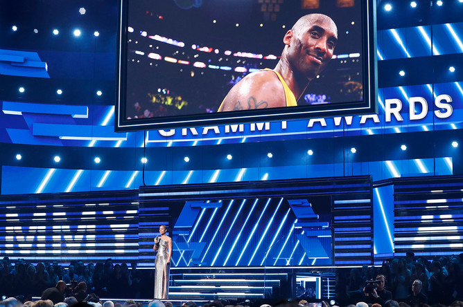 Певица Алиша Киз в начале церемонии сказала о гибели Коби Брайанта и спела песню «It's So Hard To Say Goodbye To Yesterday» вместе с Boyz II Men