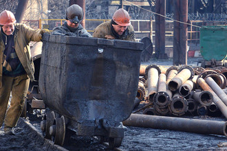 Горняки на территории донецкой шахты, 3 марта 2017 года