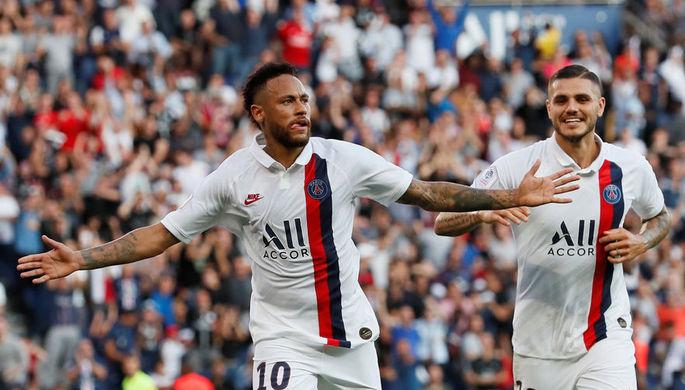 Неймар (слева) и Мауро Икарди празднуют победный гол бразильца в ворота «Страсбурга»