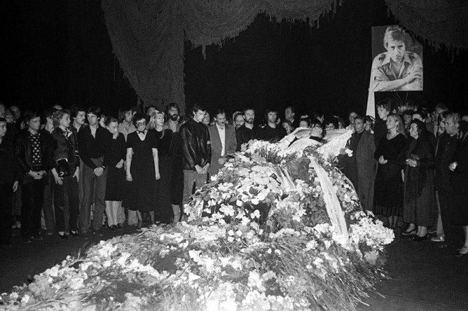 Гражданская панихида и церемония прощания с Владимиром Высоцким в здании Театра на Таганке, 28 июля 1980 года