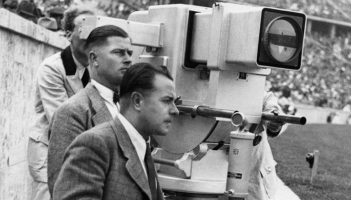 Операторы первого немецкого телевизионного канала Paul Nipkow во время съемки на Олимпийском стадионе в Берлине, 1936 год
