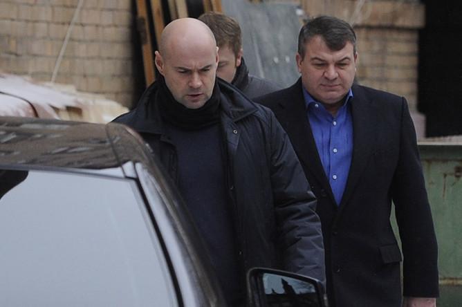 Сам министр обороны Анатолий Сердюков был обвинен в халатности
