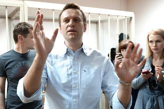 Братья Алексей и Олег Навальные, обвиняемые в хищении денег у компании «Ив Роше», во время оглашения приговора в Замоскворецком суде города Москвы