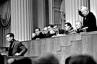 7 марта 1963 года творческую интеллигенцию собирают в Кремле: Хрущев критикует Вознесенского за либерализм