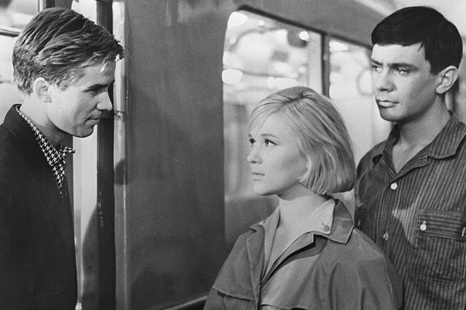 Кадр из фильма по сценарию Геннадия Шпаликова «Я шагаю по Москве» (1963)
