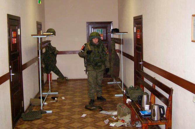 На месте расстрела сослуживцев солдатом-срочником в воинской части в Забайкальском крае
