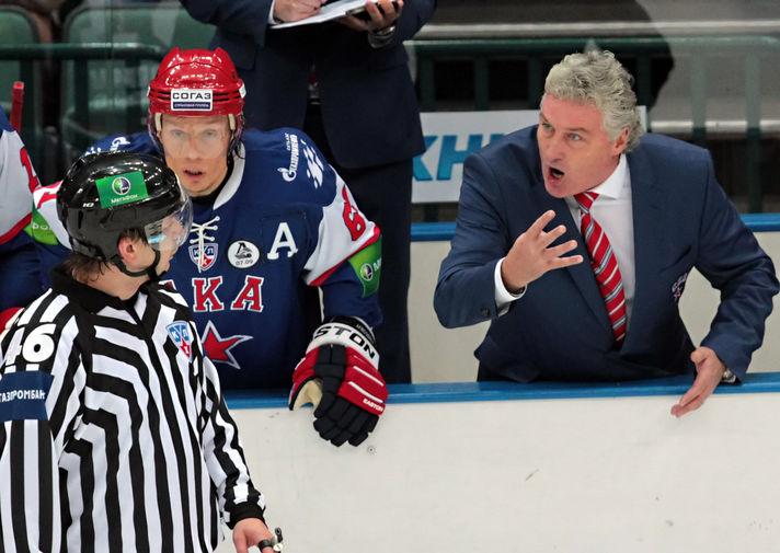 Главный тренер СКА Милош Ржига в матче регулярного сезона Континентальной хоккейной лиги между ХК СКА (Санкт-Петербург) и ХК «Динамо» (Минск), 2011 год