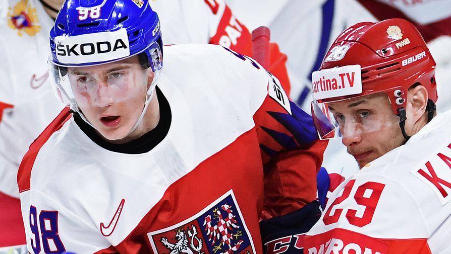 Игрок сборной Чехии Мартин Нечас и хоккеист сборной России Илья Каблуков