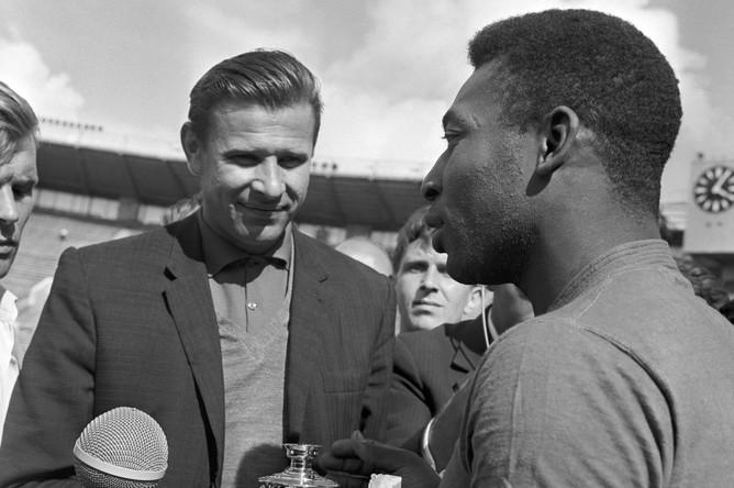 1965 год. Пеле и легендарный советский вратарь Лев Яшин