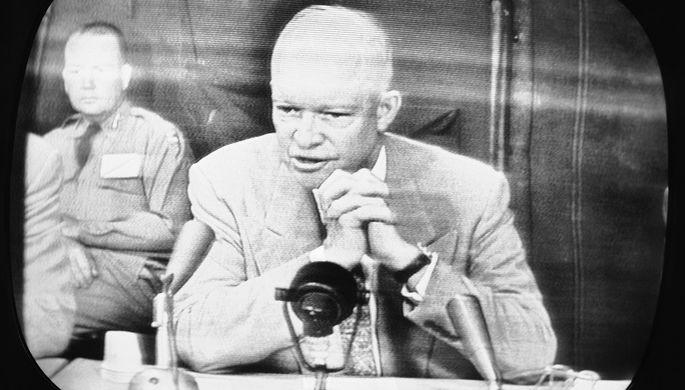 «К черту газетчиков»: 65 лет первой пресс-конференции президента