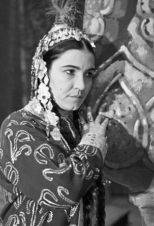 Народная артистка СССР Мая Кулиева в роли Шасенем в опере «Шасенем и Гариб» в Туркменском театре оперы и балета, 1956