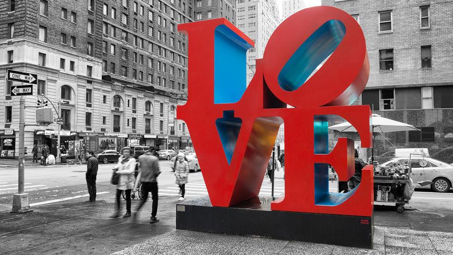 Скульптура LOVE в Нью-Йорке, 2016 год