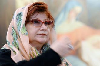 Елена Степаненко в кафедральном соборном храме Христа Спасителя на литургии, 2015 год