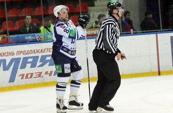 Лео Комаров забил победный гол и не разу не удалился