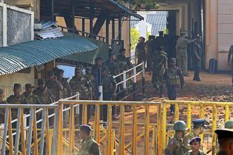 Ситуация осложнилась еще и тем, что к началу беспорядков как раз закончился рабочий день и арестанты возвращались с работы в свои камеры.