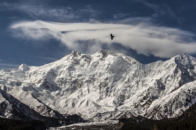 Горный массив Нангапарбат, у подножия которого были атакованы альпинисты