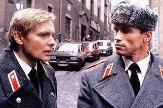 Олег Видов и Арнольд Шварценеггер в сцене из фильма «Красная жара», 1988 год