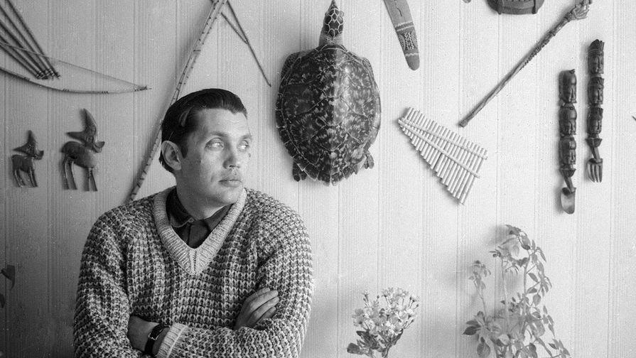 Роберт Рождественский у себя дома, 1970 год