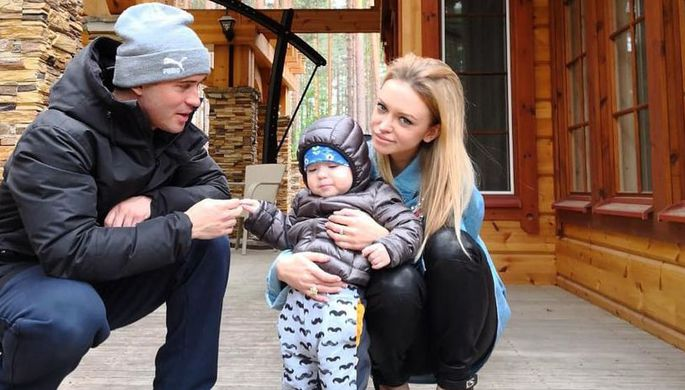 Российский футболист Александр Кержаков с женой Миланой