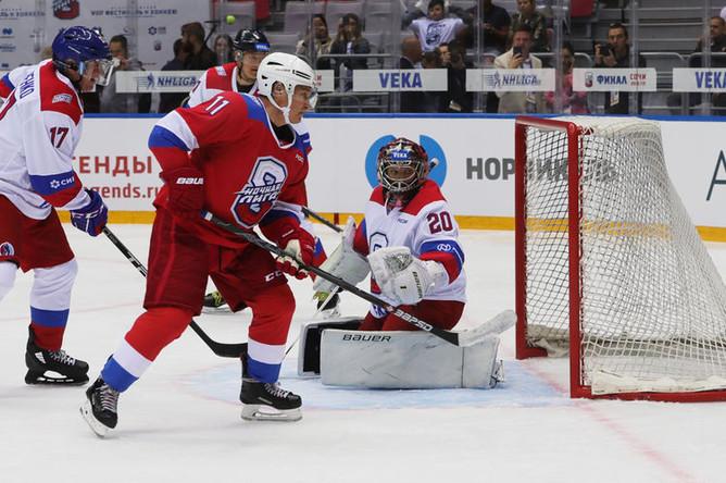 Президент России Владимир Путин во время гала-матча Ночной хоккейной лиги в Сочи, 10 мая 2019 года