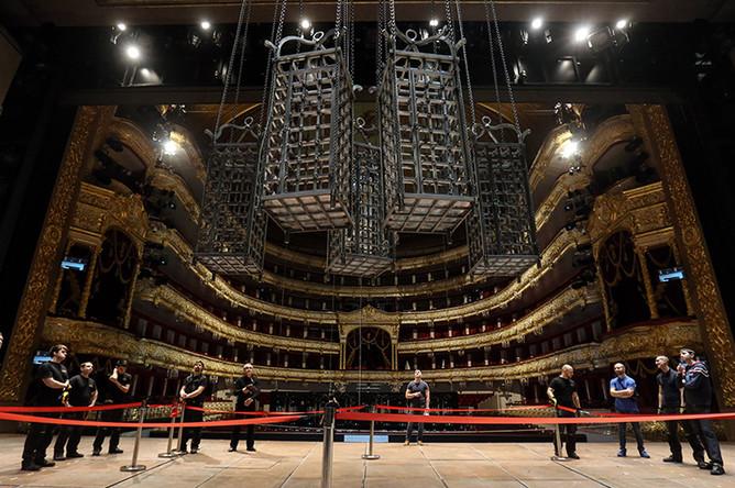 Монтаж декораций оперы «Дон Карлос» в Большом театре