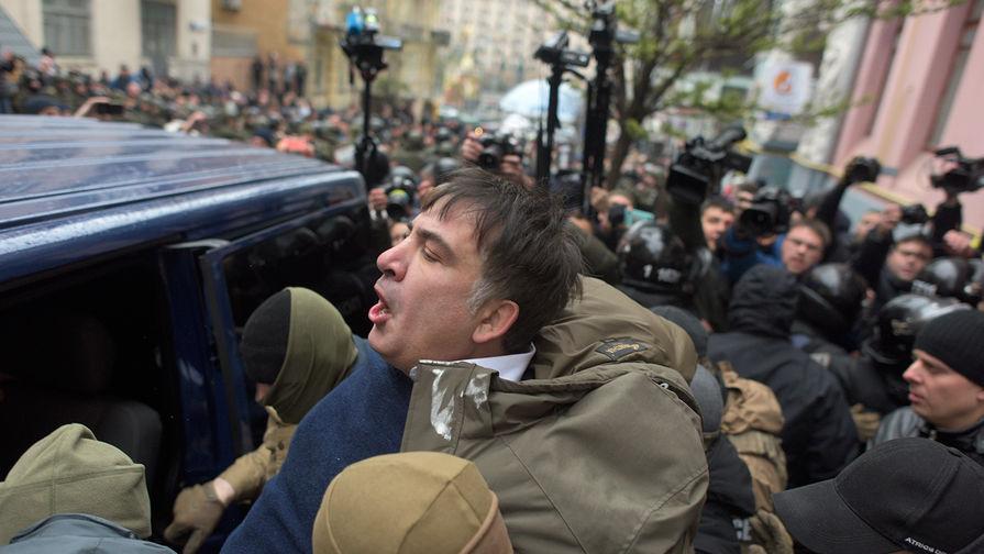 Задержание Михаила Саакашвили во время обысков в его киевской квартире, 5 декабря 2017 года