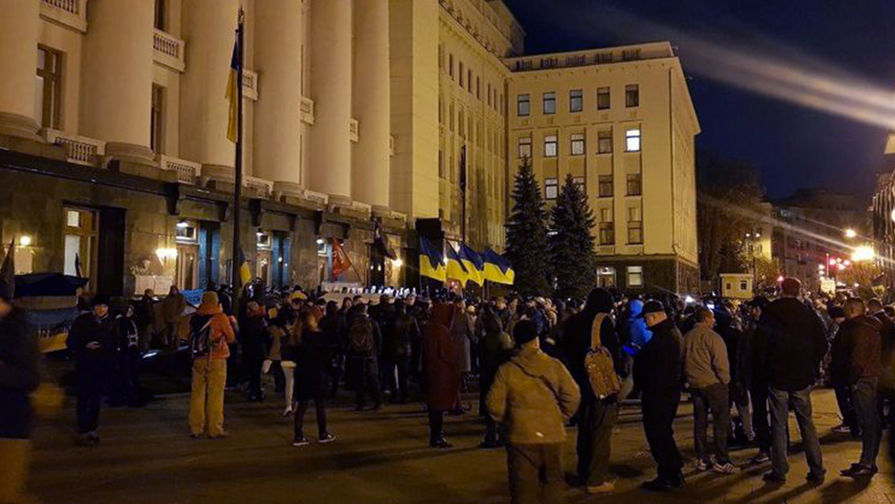 У офиса Зеленского задержаны 17 человек