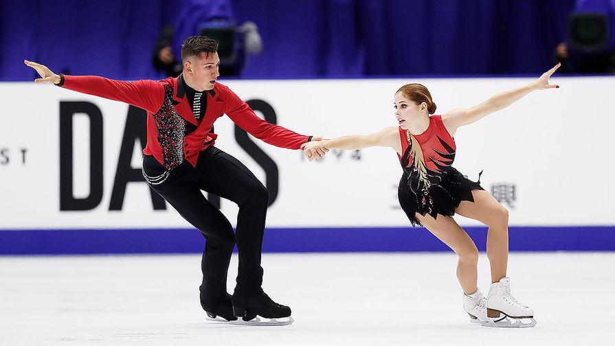 Анастасия Мишина и Александр Галлямов во время исполнения произвольной программы на VI этапе Гран-при по фигурному катанию в японском Саппоро