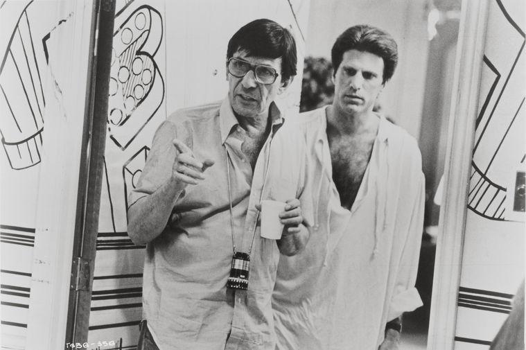 Леонард Нимой и актер Тед Дэнсон на съемках фильма Нимоя «Трое мужчин и младенец», 1987 год